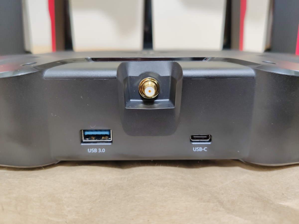 TP-Link Archer AX11000本体の右側面