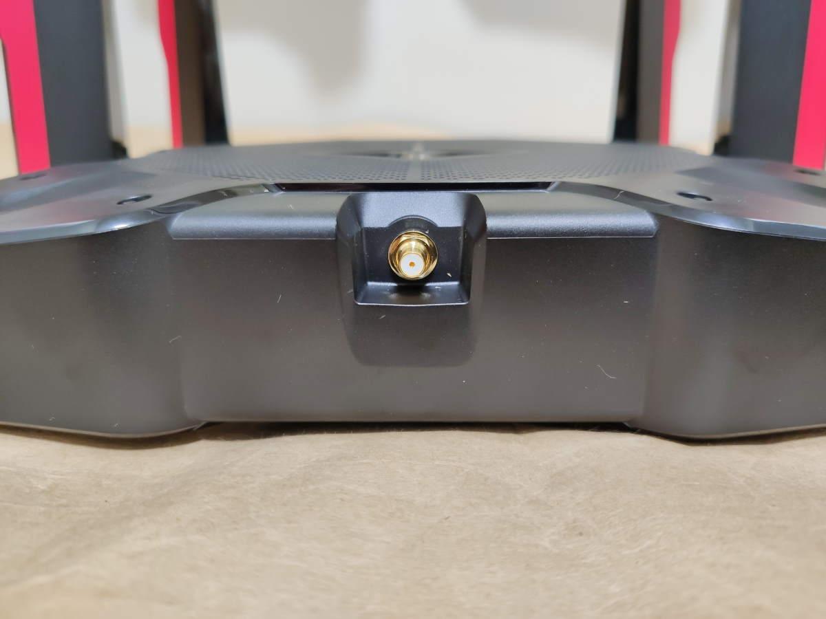 TP-Link Archer AX11000本体の左側面