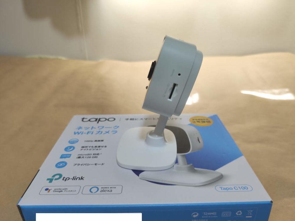 TP-Link Tapo C100のカメラを後側に倒して側面から見た様子
