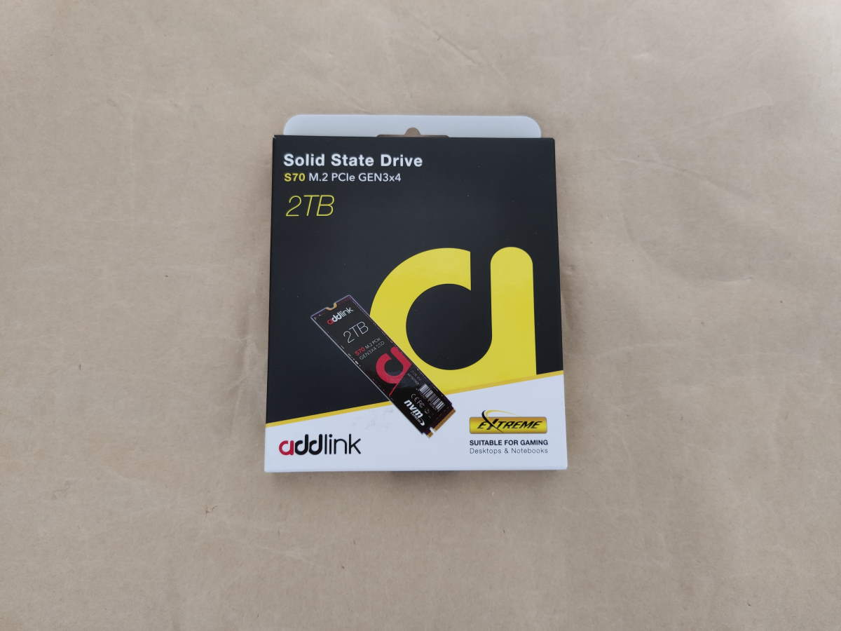 addlink ad2TBS70M2Pのパッケージ表側