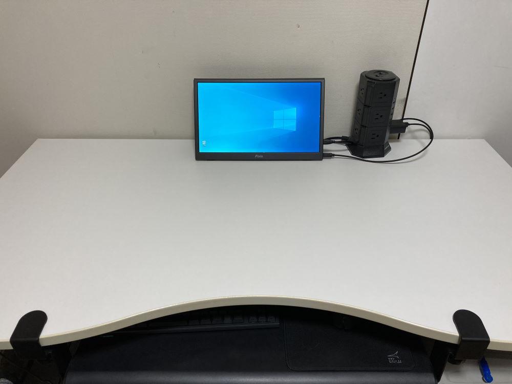 Pixio PX160を机に設置した様子