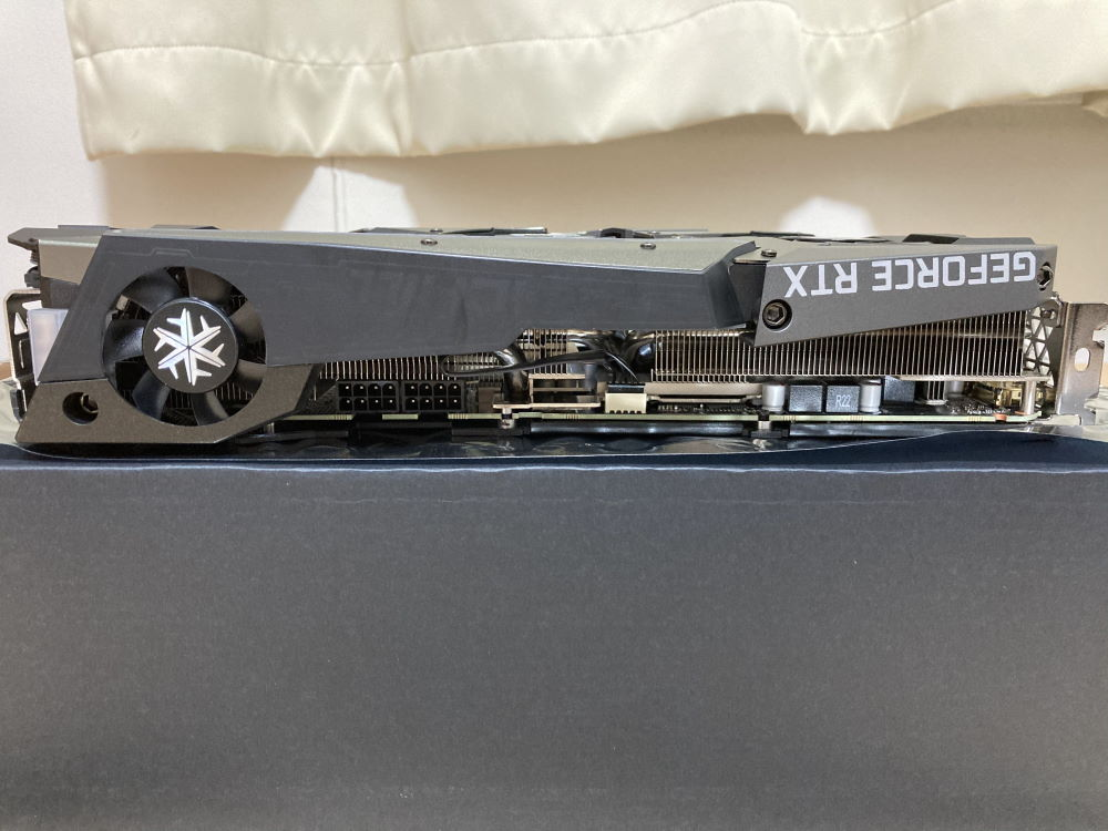 INNO3D GEFORCE RTX 3070 ICHILL X4単体(上側)