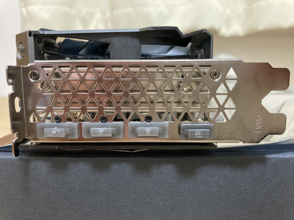 INNO3D GEFORCE RTX 3070 ICHILL X4単体(ブラケット側)