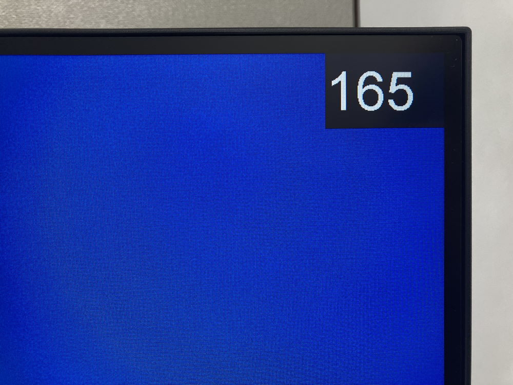 Pixio PXC327のFPSカウンターを表示した様子