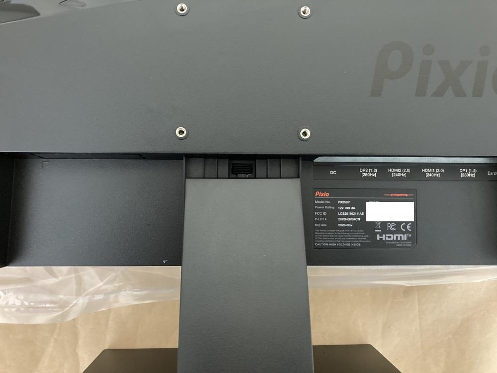 Pixio PX259 Primeにスタンドを取り付ける様子
