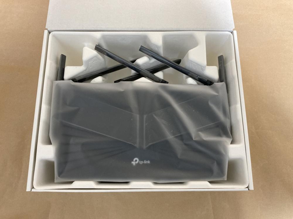 TP-Link Archer AX4800の内箱を開封した様子