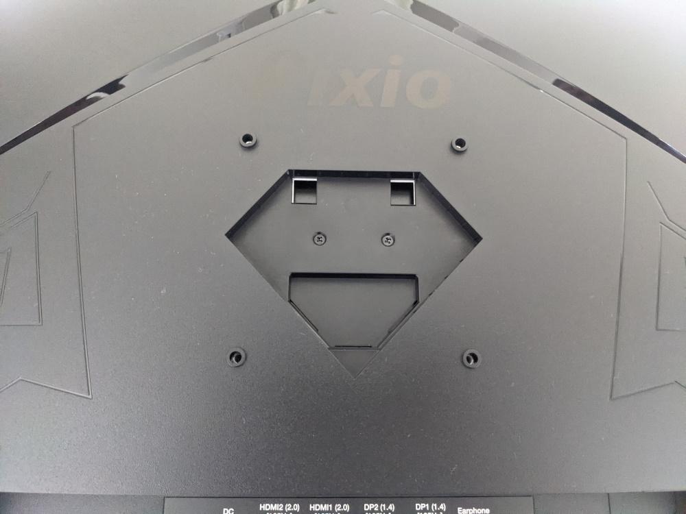 Pixio PXC325背面のVESA用ネジ穴