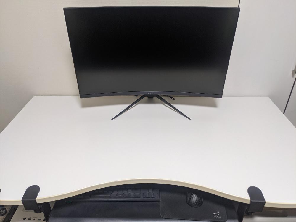 Pixio PXC325を机に設置した様子