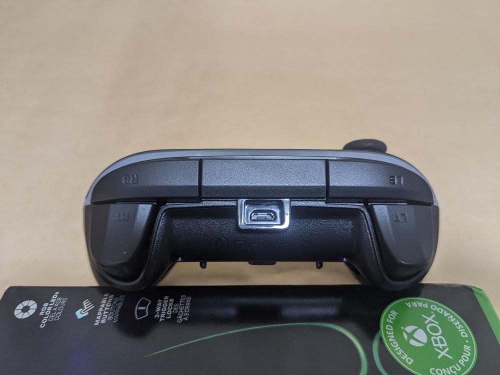 PowerA Spectra Infinity Enhanced Wired Controller本体トリガーボタン側の様子